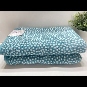 NEW Ditsy Dot 2 Reversible Bath Towels 30x 58 100% Cotton Teal/White